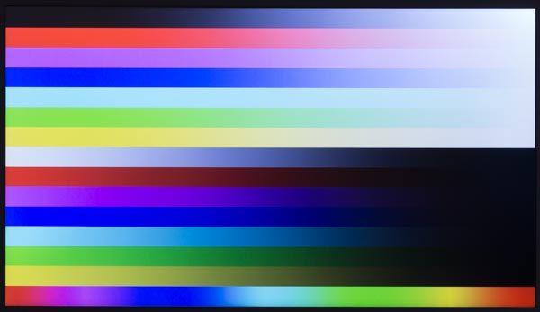 映像はやや青みが強く出ていますが、格安モデルとしては標準的な色合いです