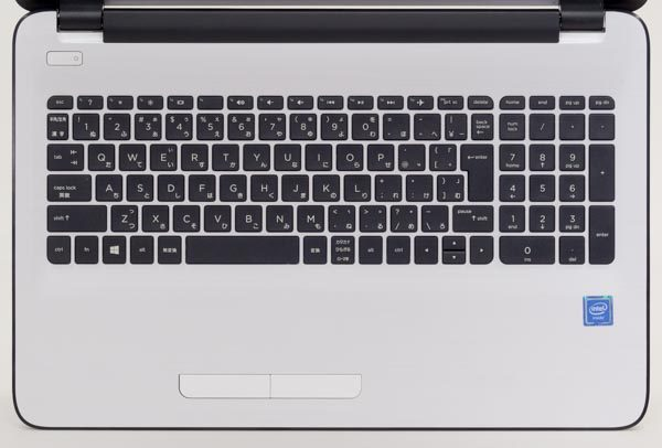 テンキー付きの105キー構成。キーピッチ(キーの大きさを表わす目安)は縦18.7mm×横18.7mmです
