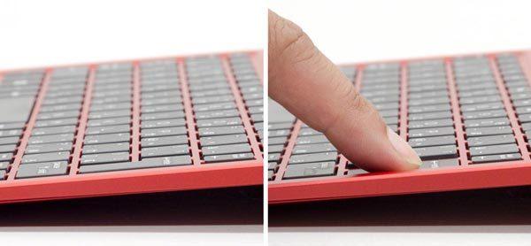 キーストロークは1.5mmで、普通のノートパソコンのようなタイプ感を実現しています