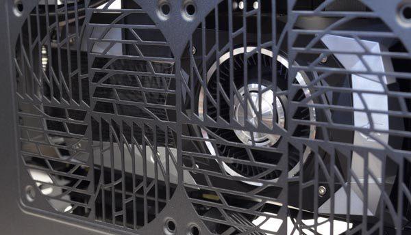 エアインテークから、GTX 1080のリファレンスボード(ファウンダリーエディション)を確認
