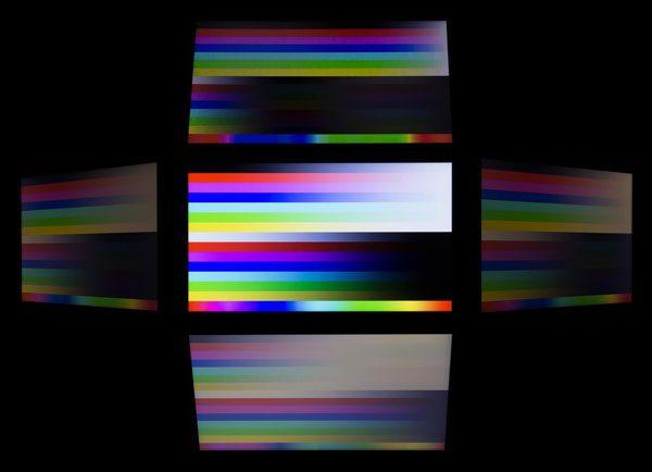 視野角は広くありません。色の落ち込み具合から見て、TNパネルが使われているのでしょう