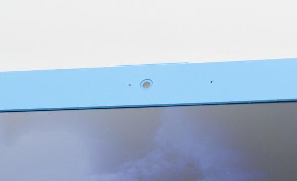 液晶ディスプレイ上部のWebカメラは、有効画素数約30万画素