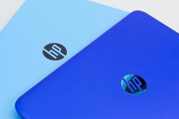 前モデルでは天板部分のロゴはメタリック調のブルーでしたが、新モデルはブラックです