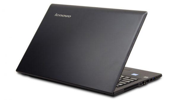 本体カラーはブラックで、見た目は普通のノートパソコンです