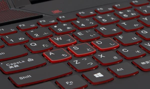ゲーミングノートPCということで、移動時によく使うWASDキーが強調されています