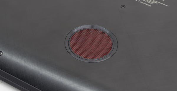 底面部に設置されたサブウーファーにより、低音部の迫力が普通のPC用スピーカーとは段違いです