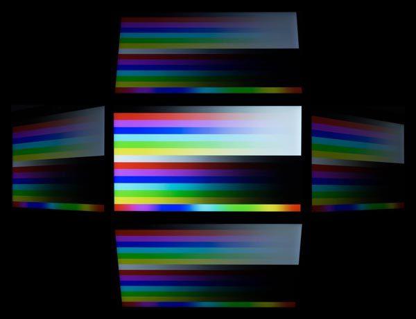 IPSパネルを使っているため、視野角は広め。グレアパネルほどではなりませんが、十分な品質です