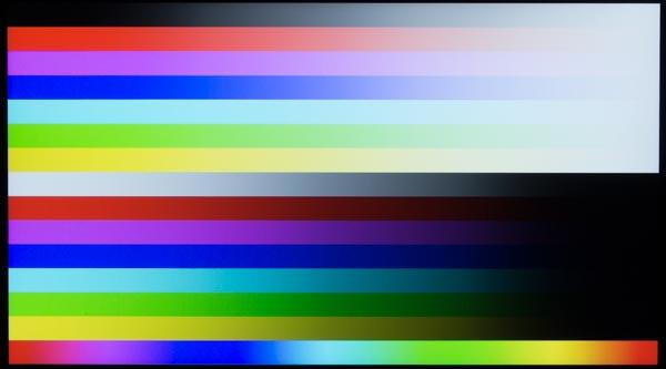 光沢なしのノングレアパネルでも十分なコントラストで、色が鮮やかに映し出されています