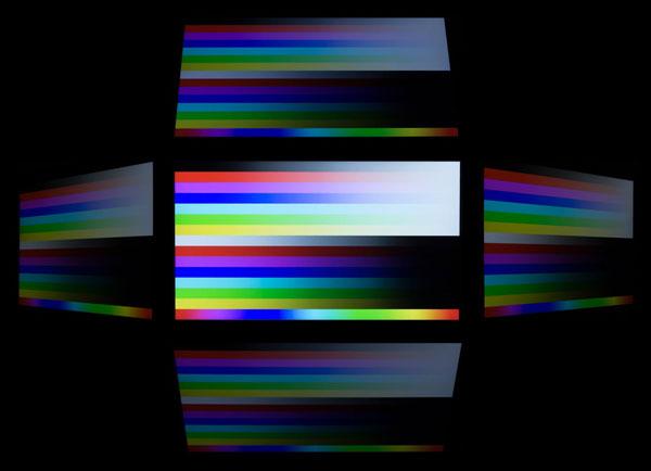 視野角は広いのですが、ノングレアパネルではやや輝度とコントラストが落ちる印象を受けました