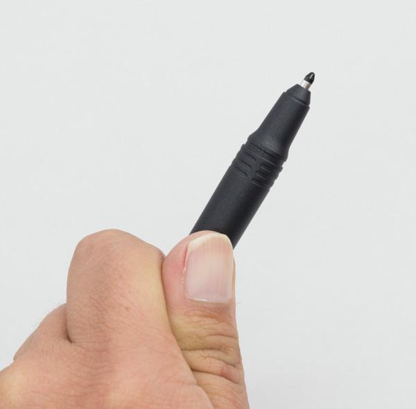 ペン先は実測で約2mm