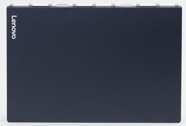 フットプリントは幅256.6×奥行き170.8mmで、ほぼB5サイズ