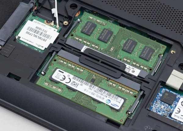 メモリースロットは2基。最大容量は16GB(8GB×2)です