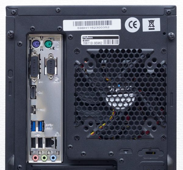 背面のI/Oパネル。インターフェース類はPS/2ポート×2、USB3.0 Type-C、USB3.0×2、USB2.0×2、有線LAN端子、オーディオ端子類の構成