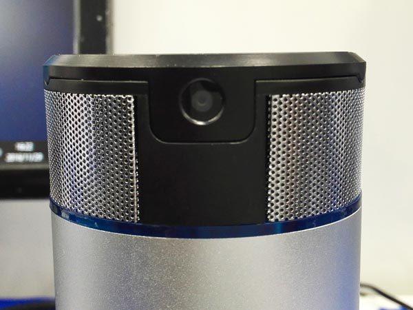 Webカメラとマイクを搭載。ビデオチャットやWindows 10のCortana(コルタナ)さんによる音声検索にも使えるかも