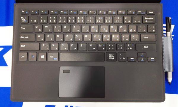 キーボードは日本語仕様ですが、配列が英字風です