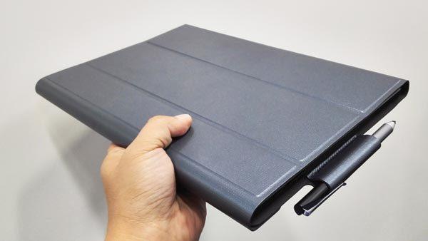 カバーとしても使えるキーボードが付属