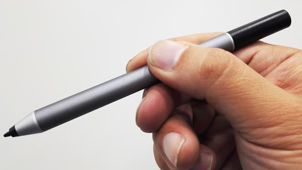 付属のペンはN-Trig製。1024段階の筆圧感知に対応しています