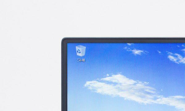 XPS 13のベゼル幅は、わずか5.2mm! 見た目がスッキリするとともに、本体サイズを小さくできるというメリットがあります