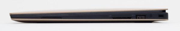 右側面は音量調節ボタン、SDカードリーダー、USB3.0の構成