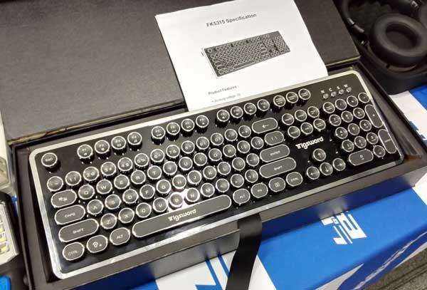 タイプライター風のゲーミングキーボード
