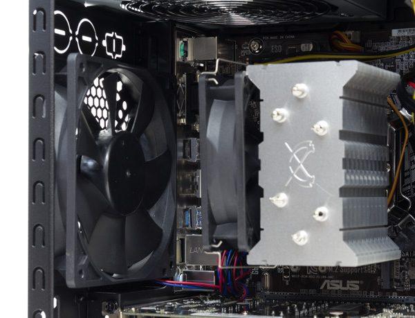 CPUクーラーには「 静音パックまんぞくコース」の大型クーラーが使われています