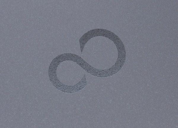 天板のロゴ