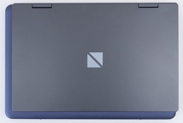 ASUS VivoBook E200HAとの大きさ比較