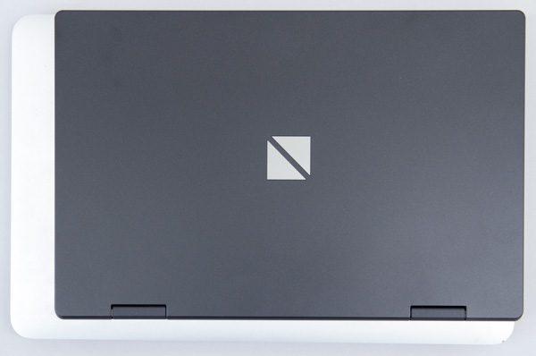 11インチMacBook Airとの大きさ比較