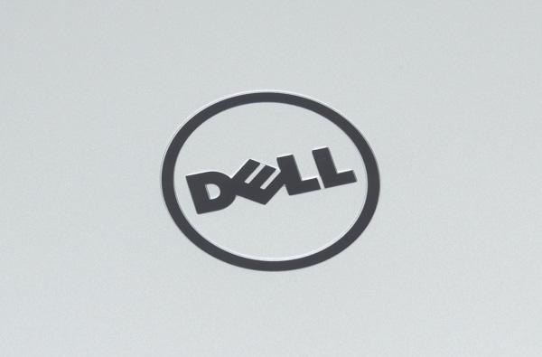 天板中央にはデルのロゴ