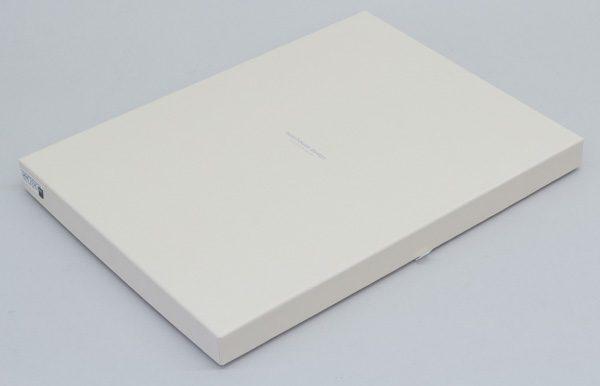 シンプルなデザインの化粧箱