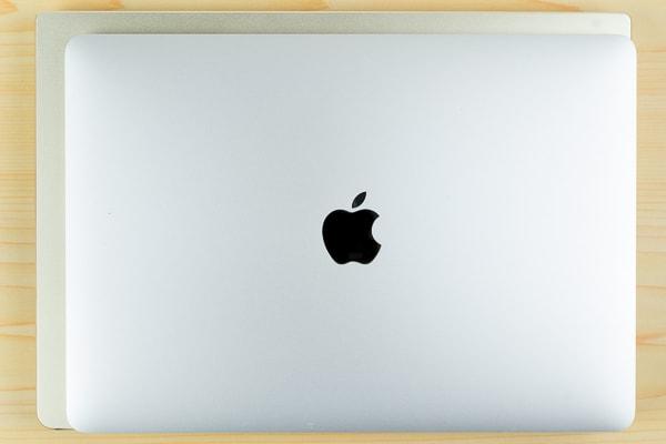 Inspiron 14 7000とMacBook Proの比較