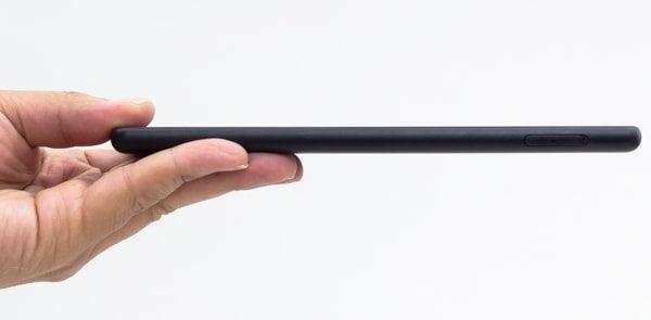 厚さは9.6mm