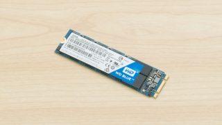 SSDでイライラ解消! HDD搭載のInspiron 15 5000 ゲーミングにM.2 SSDを増設してみた