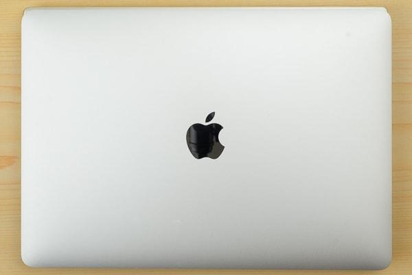 MacBook Proとのサイズ比較