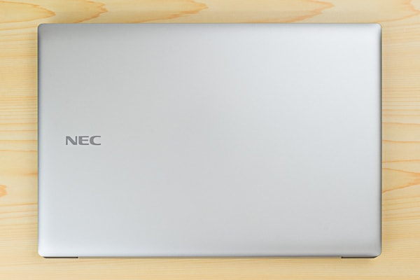 NEC LAVIE Direct NS(A)の本体デザイン