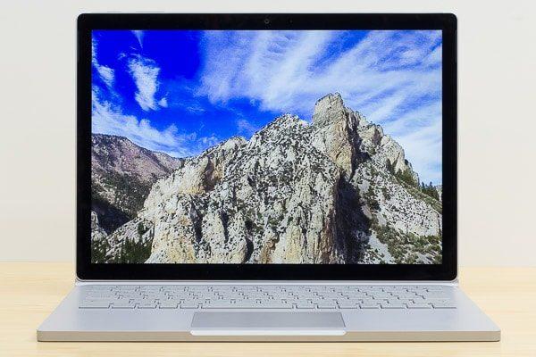 Surface Book 2の液晶ディスプレイ