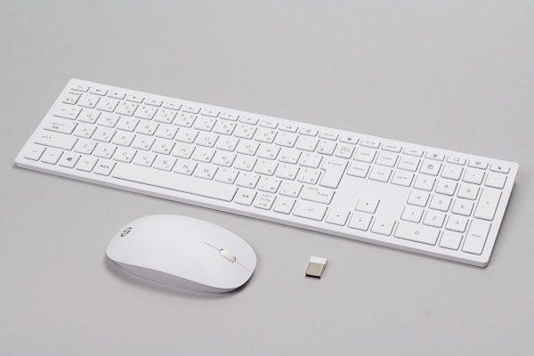 付属品のキーボードとマウス