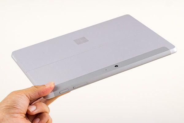 Surface Go 実際に手に持った様子