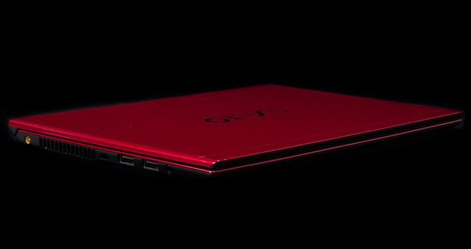 VAIO S11 | RED EDITION 天板のデザイン