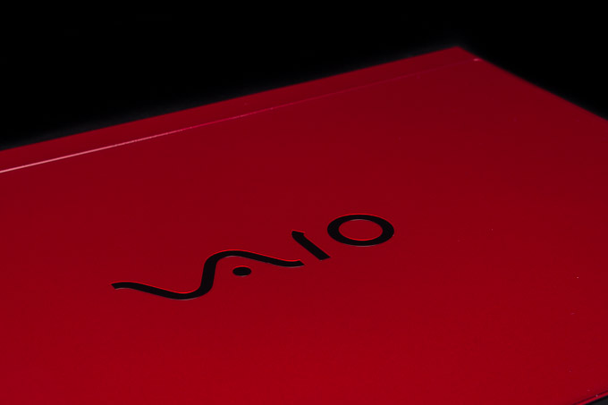 VAIO S11 | RED EDITION 天板のロゴ