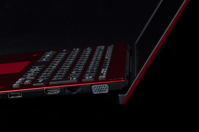 VAIO S11   RED EDITION リフトアップ構造
