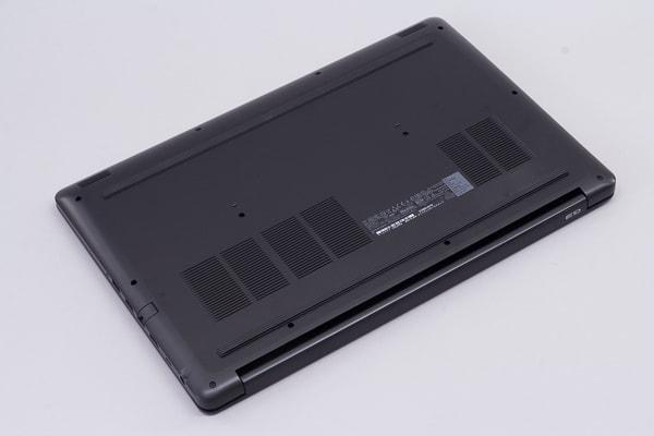 Dell G3 17 ボディの素材