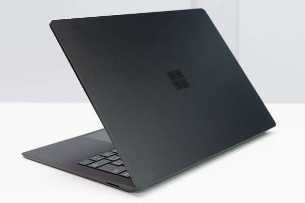 Surface Laptop 2 ブラックの天板