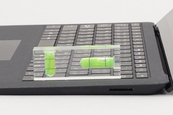 Surface Laptop 2 キーボードの傾き