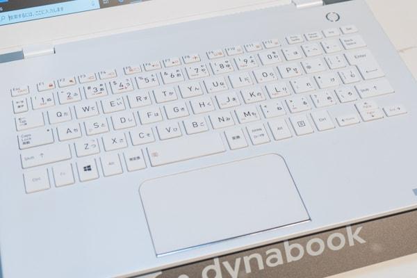 dynabook G ホワイトのカラー