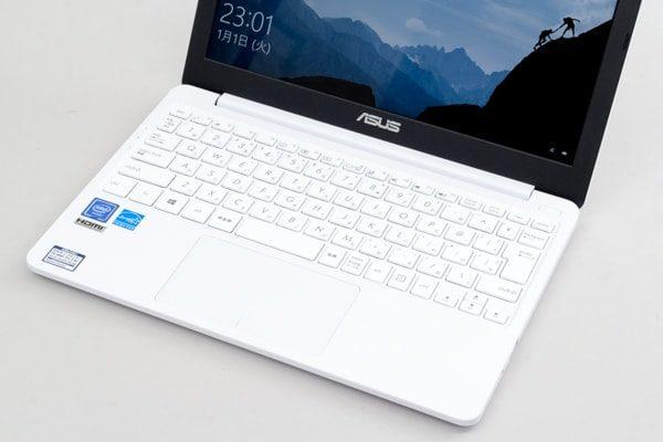 ASUS E203MA キーボード面