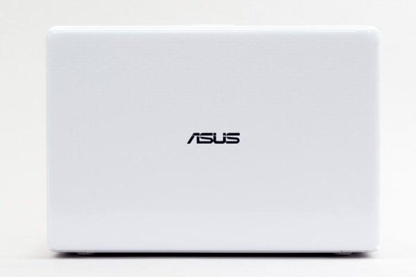 ASUS E203MA 天板のデザイン