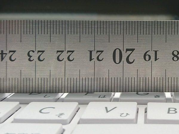 ASUS E203MA キーの歪み