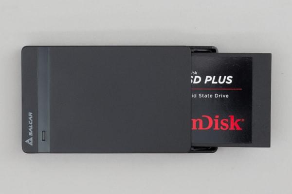 SSDを差し込む