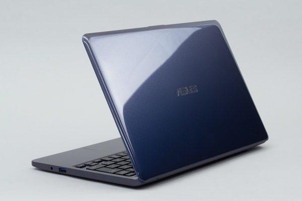ASUS VivoBook W203MA 本体カラー